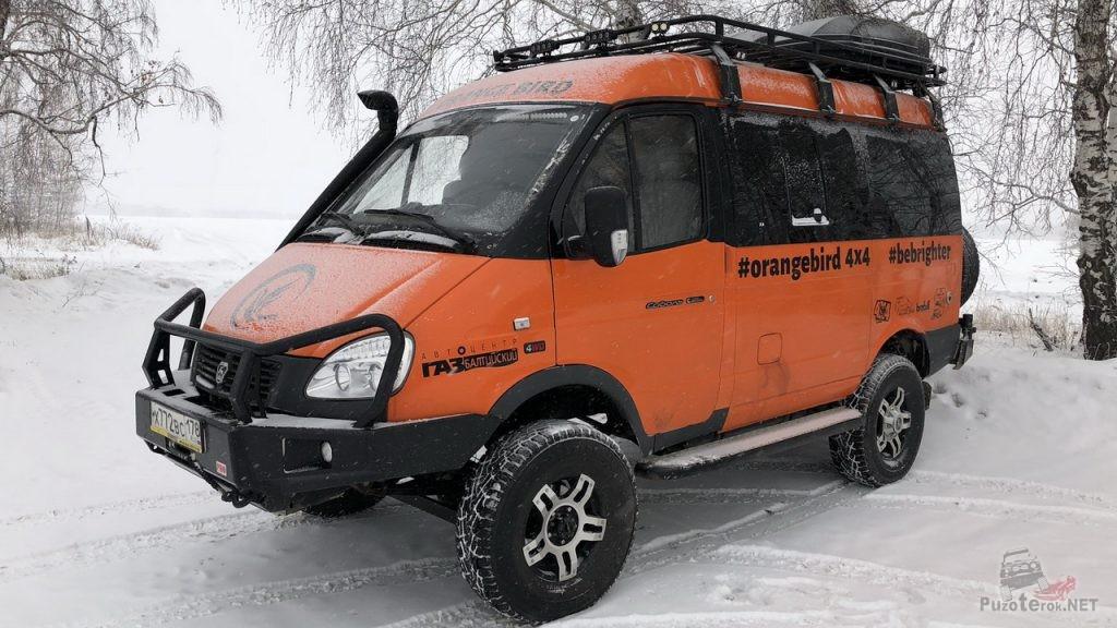 Оранжевый соболь 4x4 для путешествий