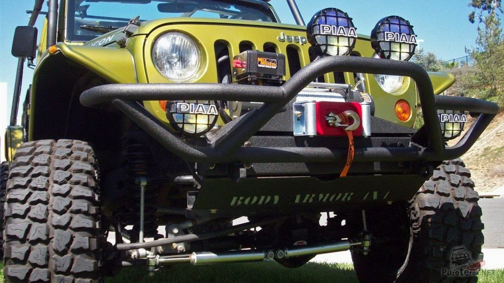 Передний силовик на Jeep Rubicon с площадкой под лебедку