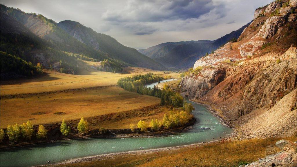 Река Алтая осенью