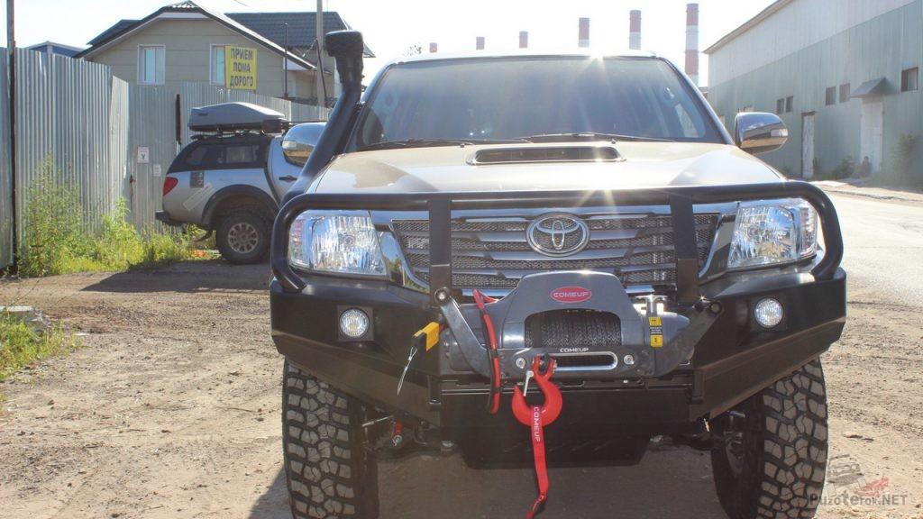 Силовой бампер на Toyota Hilux с открытым расположением лебедки