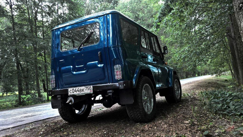 Синий УАЗ Хантер с минимальным тюнингом