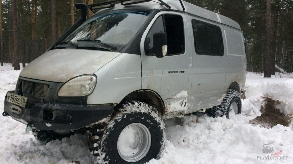 Соболь на 35 колесах в снегу