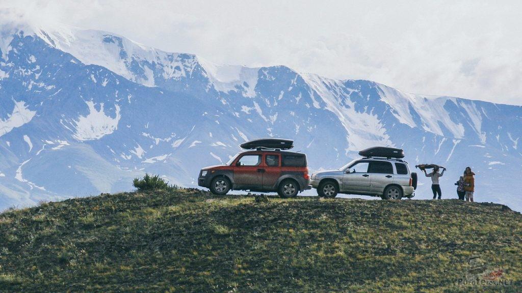Внедорожники в горах Алтая
