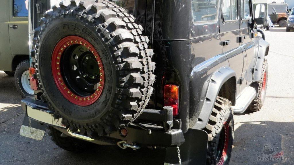 Задний бампер УАЗ с калиткой под запаску