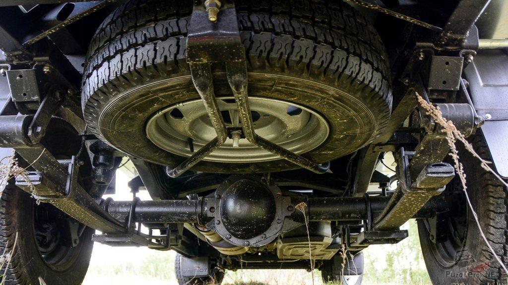 Запасное колесо УАЗ профи расположено под кузовом сзади
