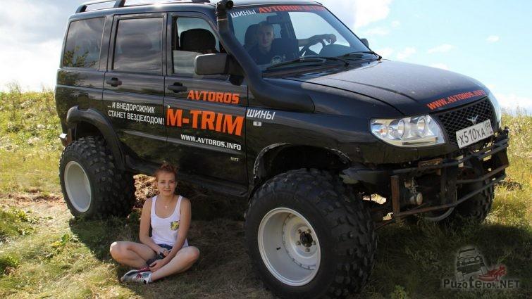 Девушка и УАЗ Патриот на шинах M-trim