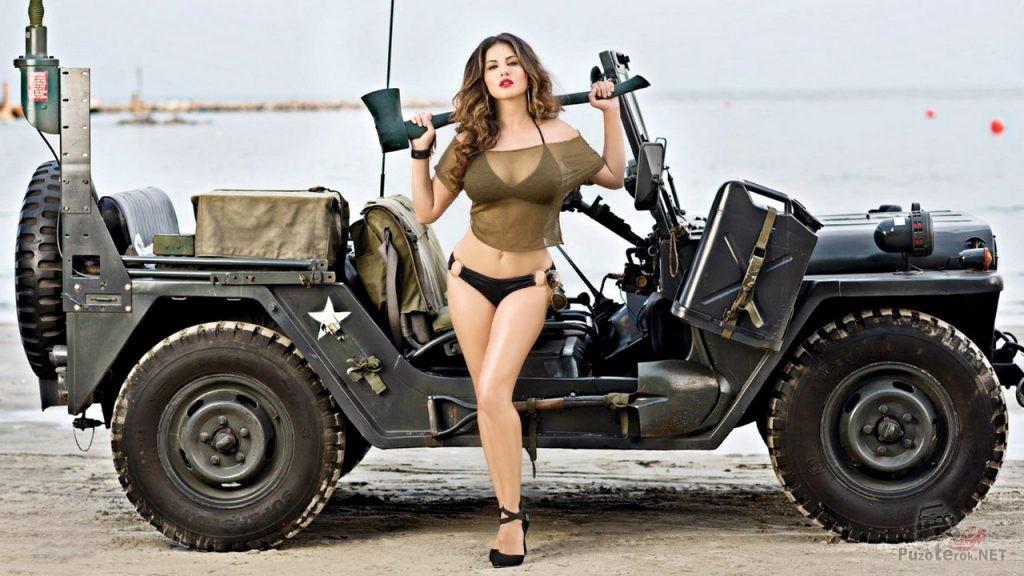 Девушка и военный джип