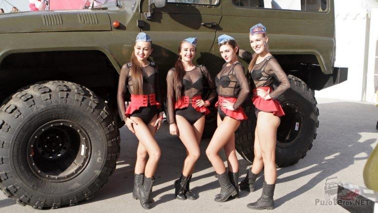 Девушки и тюнингованый УАЗ