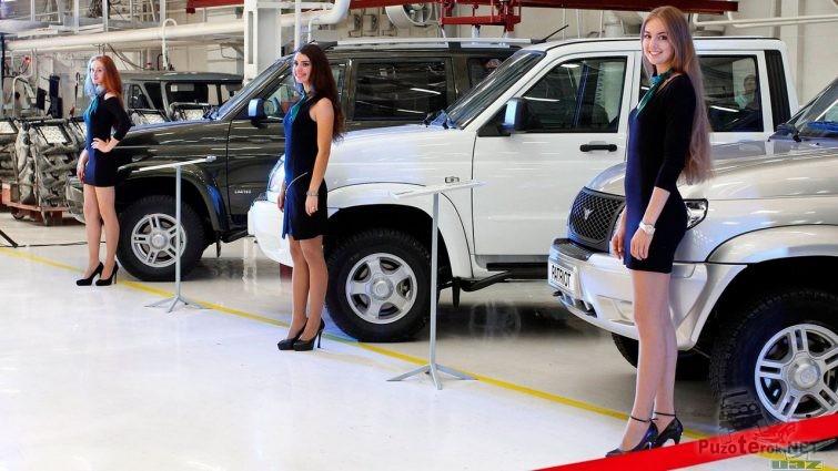 Девушки на презентации УАЗ Патриот