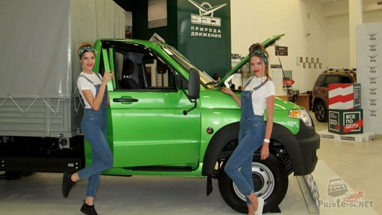 Девушки на презентации УАЗ Профи