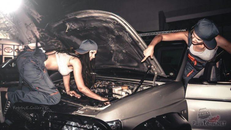Девушки ремонтируют УАЗ Патриот