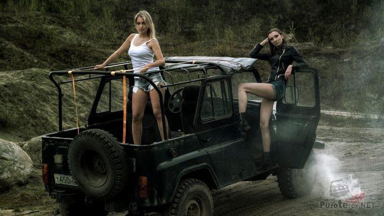 Девушки с тентованым уазиком