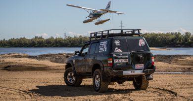 Фото Nissan Patrol и самолет