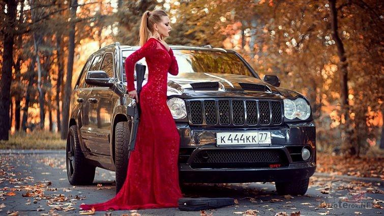 Фото-сессия девушка в вечернем платье, внедорожник и карабин