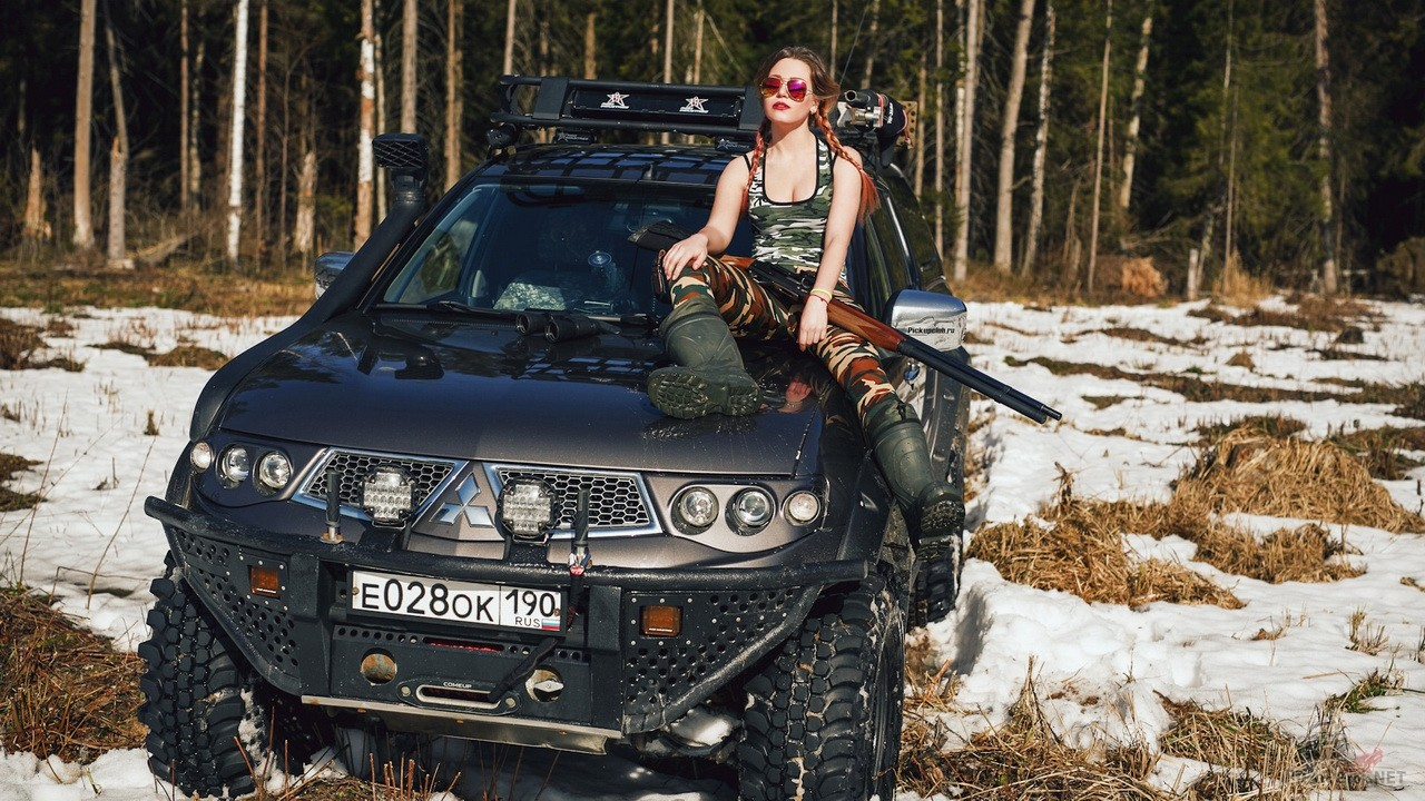 Miss marzipanka c ружьем и Mitsubishi L200