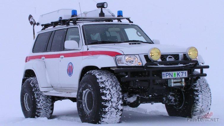 Nissan Patrol Arctic Trucks в снегу