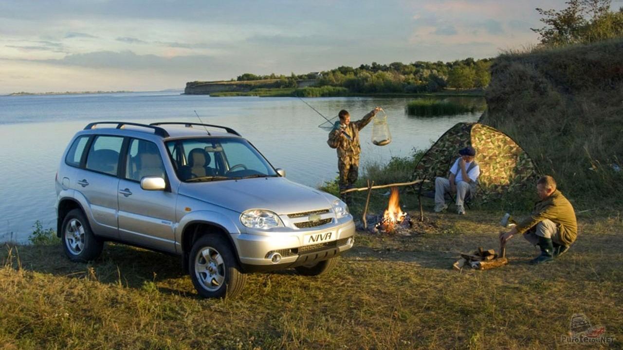 Выезд на рыбалку на Niva Chevrolet дружной компанией