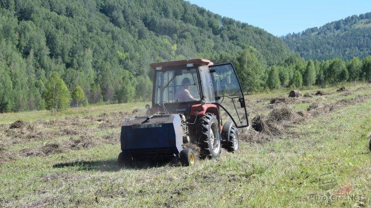 Заготовка сена трактором