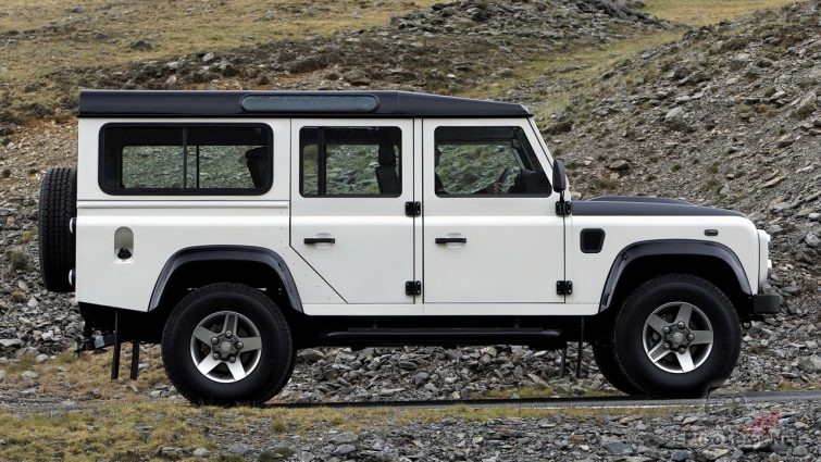 Белый Land Rover Defender 110