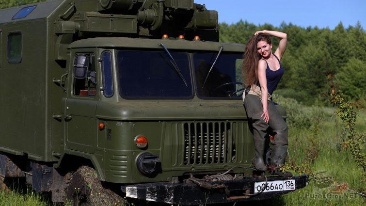 Девушка на ГАЗ-66