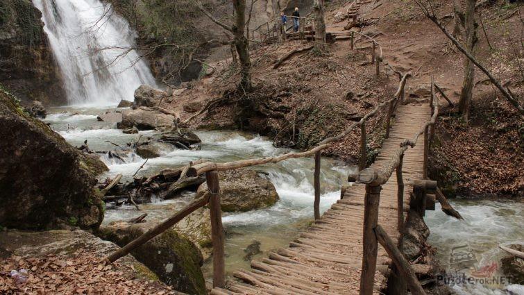 Дорога к водопаду джур-джур