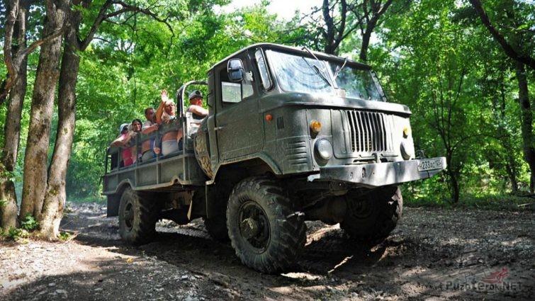 ГАЗ-66 с туристами