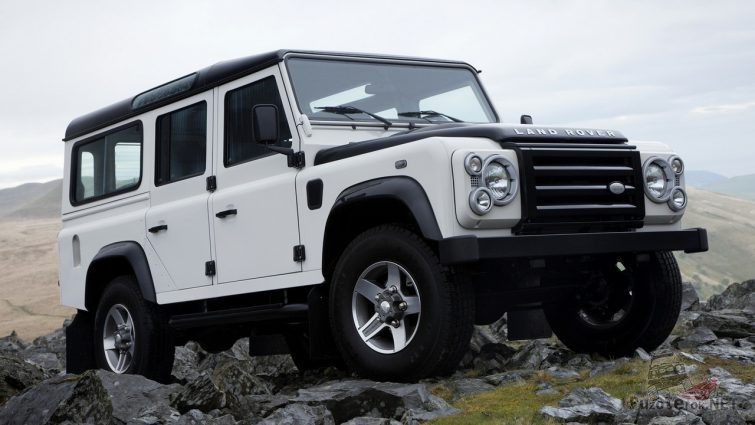 Land Rover Defender 110 белого цвета