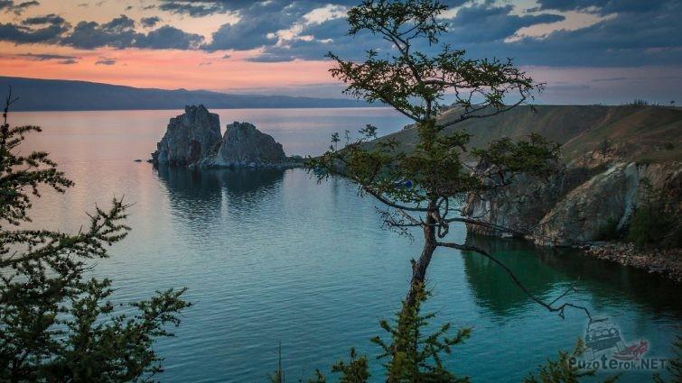 Скала Шаманка на Байкале вечером