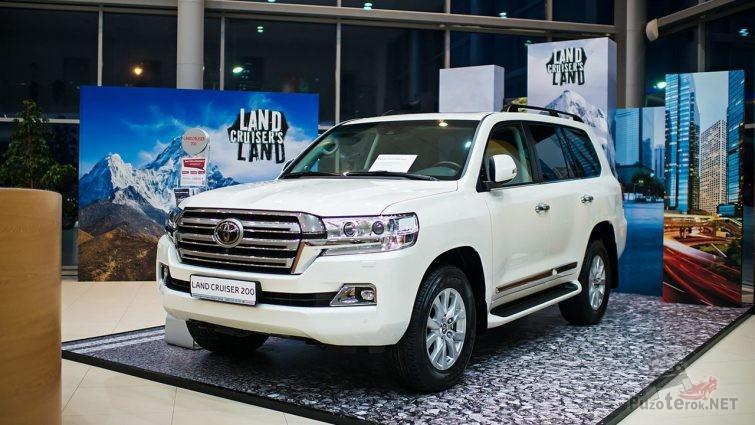 Тойота Лэнд крузер 200 2018 года купить