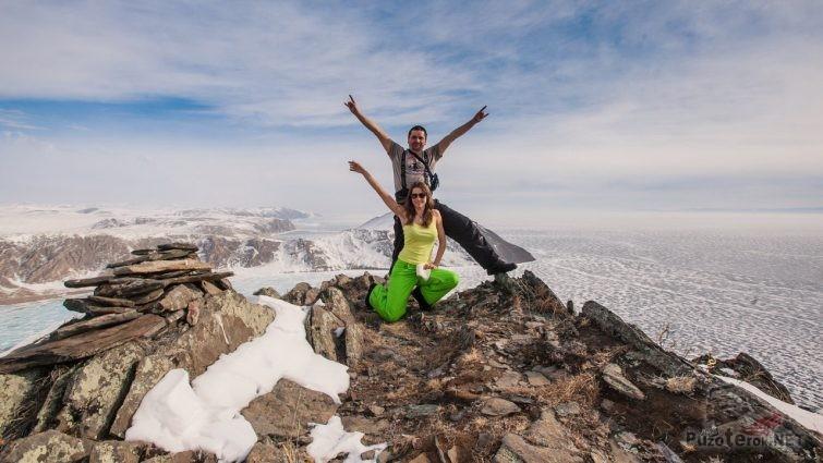 Туристы на Байкале зимой