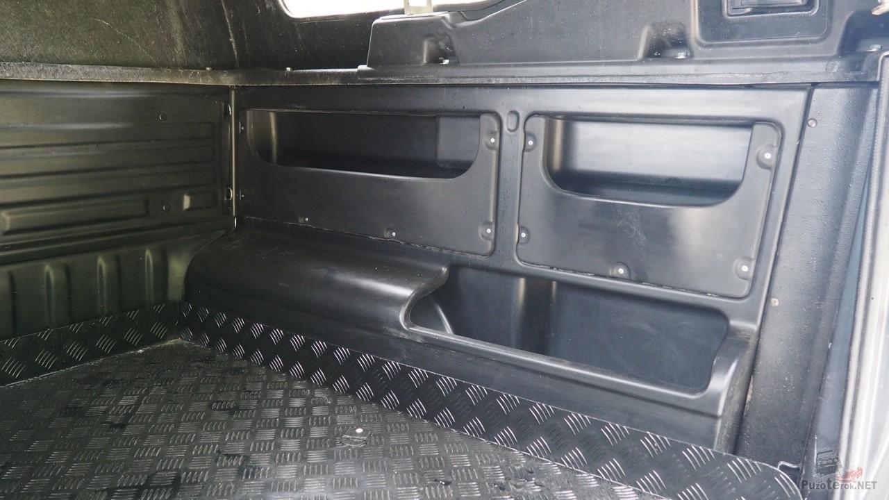 Боковой органайзер в кузове УАЗ Пикап