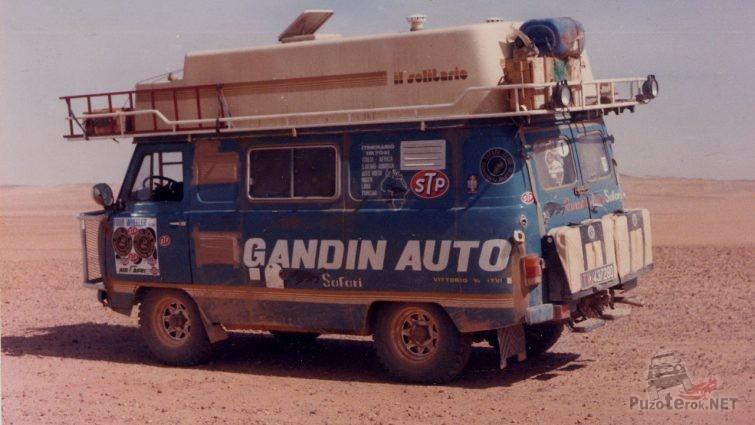 Буханка автодом в пустыне