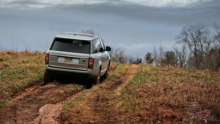 Дорога и внедорожник Range Rover