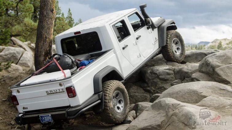 Лифтованный Jeep Wrangler Brute Double Cab