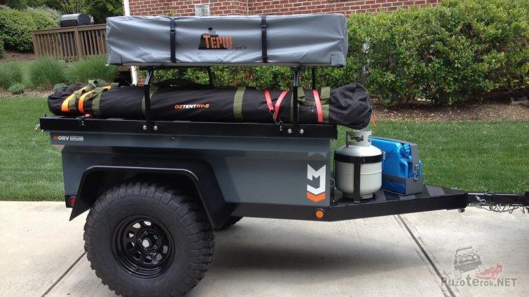 Маленький экспедиционный прицеп с раскладывающейся палаткой