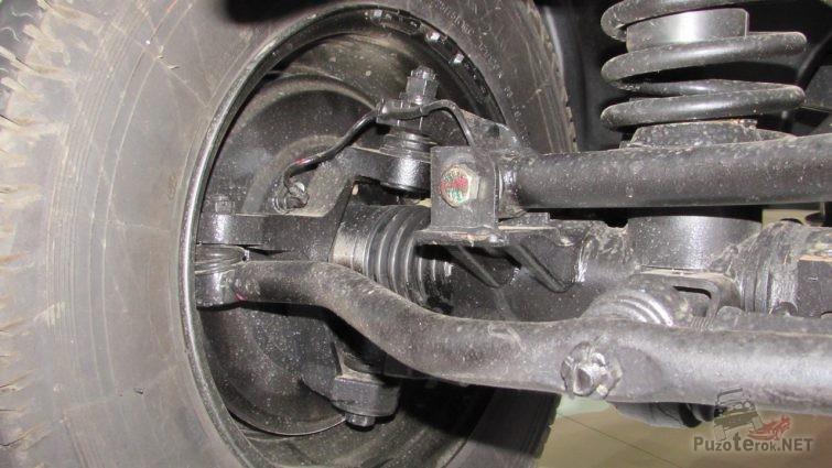 Передний поворотный кулак УАЗ Профи со шрусом в гофре