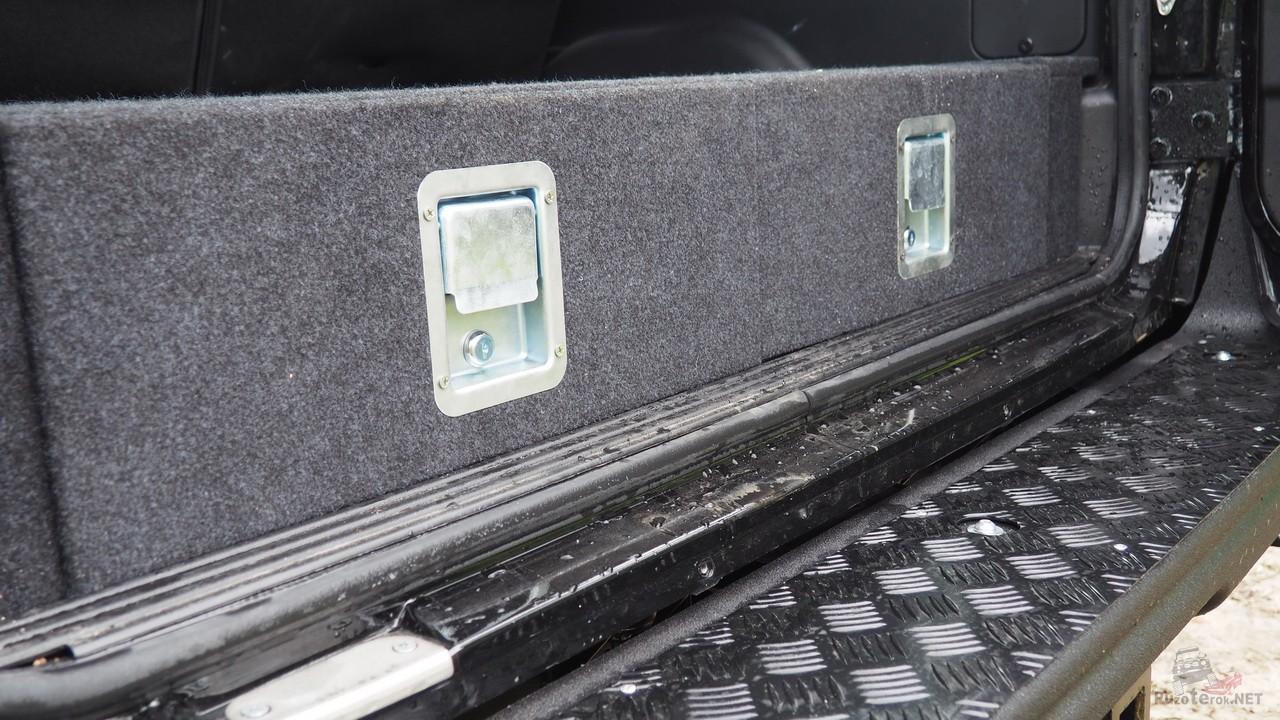 Ручки-защелки на органайзере в багажнике