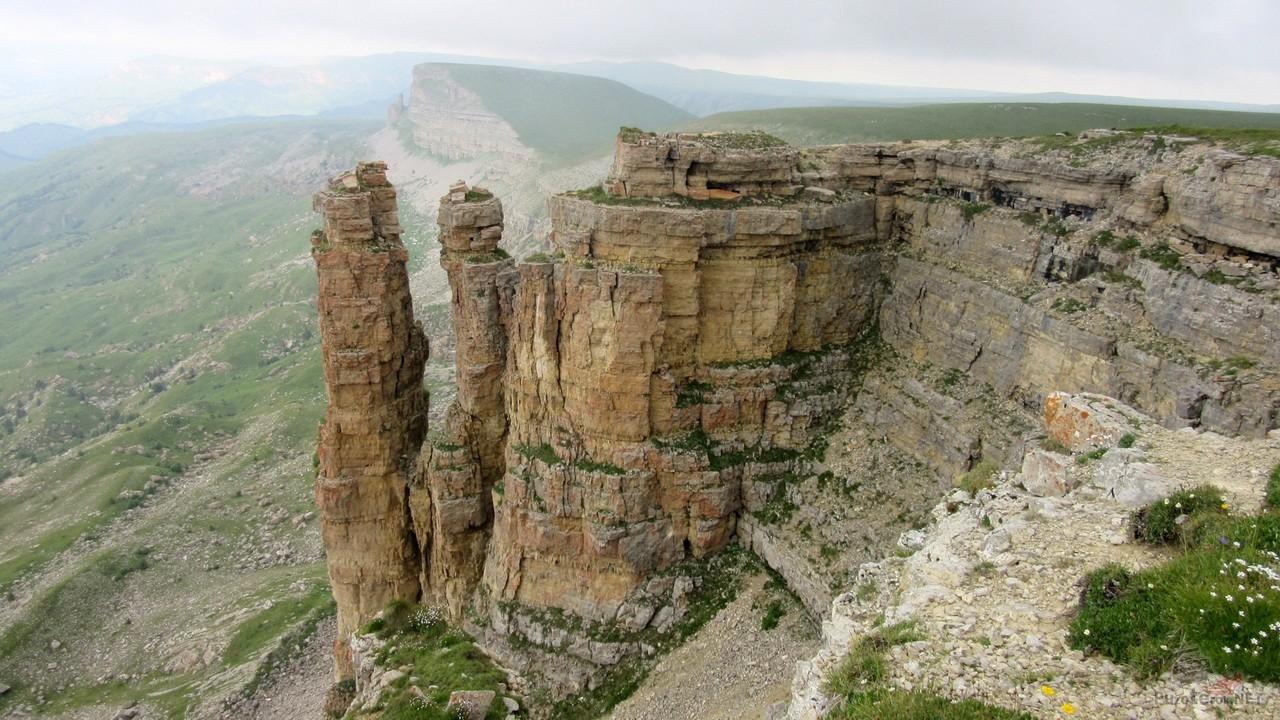 Скалы-пальцы на плато Бермамыт
