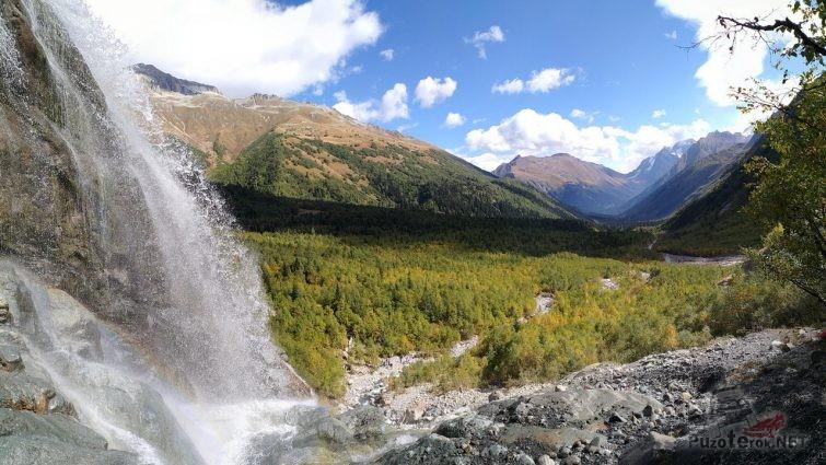 Водопад в окрестностях Домбая
