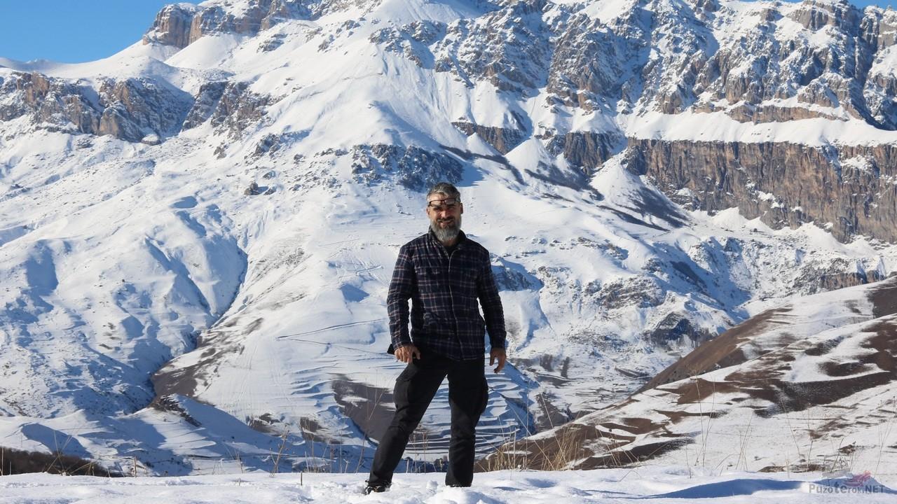 Фото на фоне гор в Карачаево-Черкессии