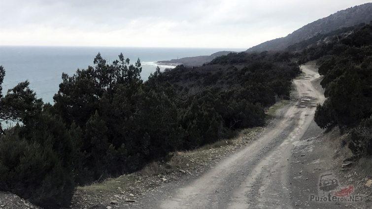 Автодорога в заповеднике Малый Утриш