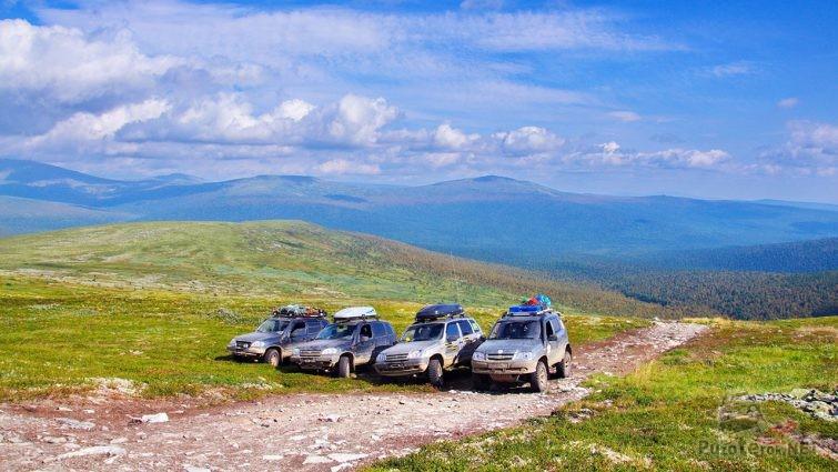 Четвёрка внедорожников на Северном Урале