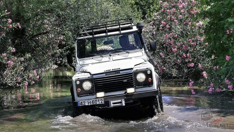 Сафари по речке с цветущими берегами на курорте Турции