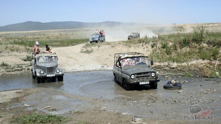 Переправа через речку в ходе джип-сафари в Болгарии