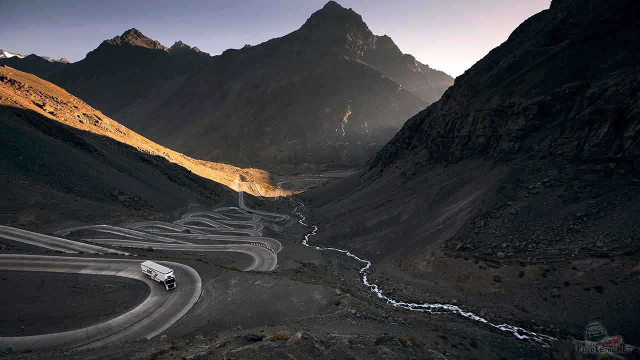 Перевал Лос Караколес через Анды в Чили