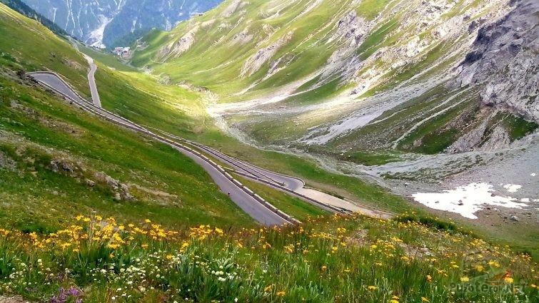 Перевал Стельвио в весенних Восточных Альпах