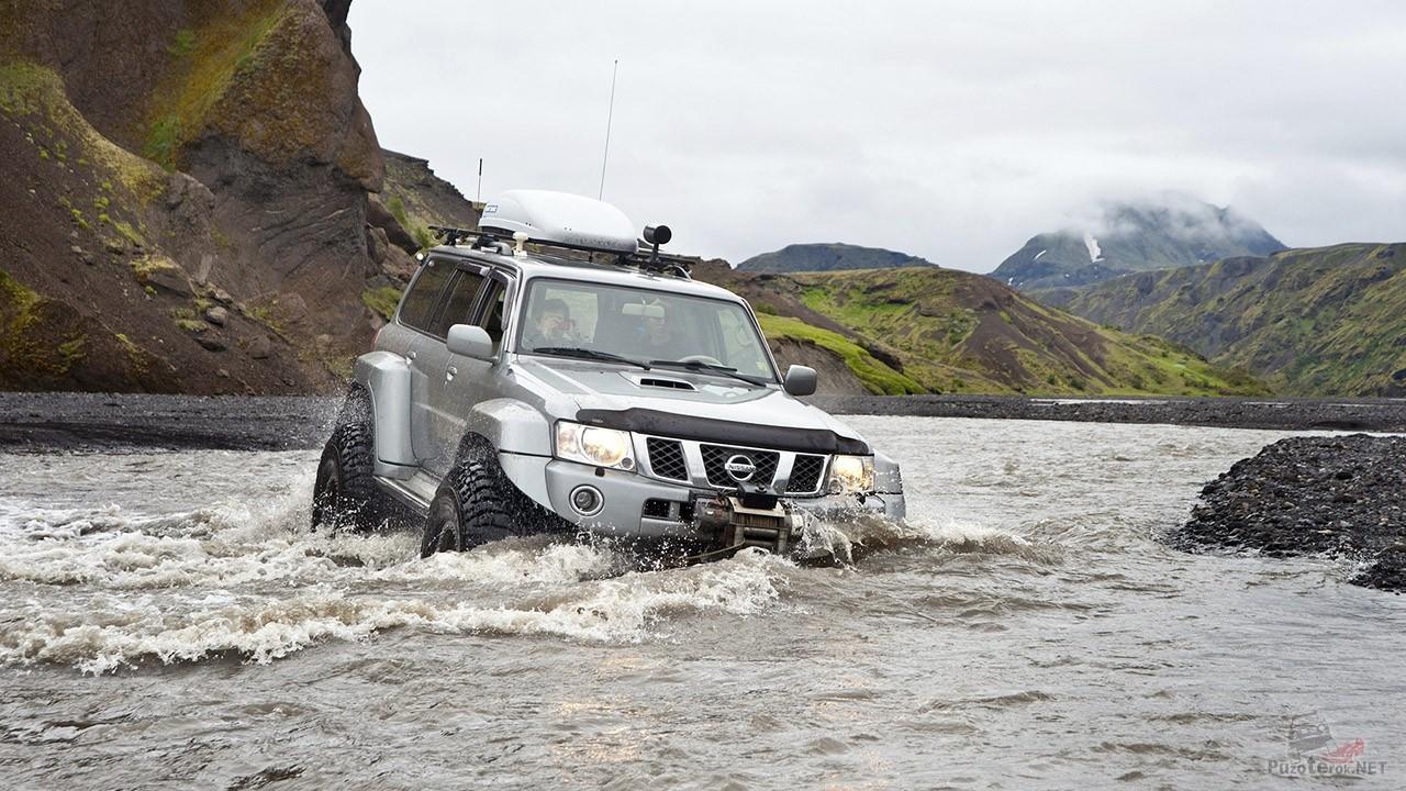 Проезд внедорожника вброд через реку (66 фото)