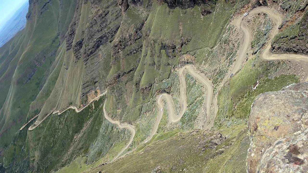 Подъём по серпантину перевала Сани Пасс