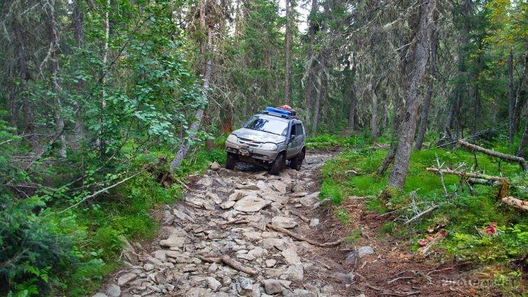 Шеви-нива на перевале Дятлова на Северном Урале