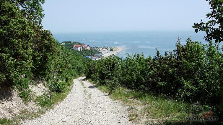 Широкая балка - вид с горы на Чёрное море